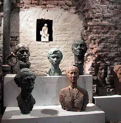 In de beeldenkelder van Manenburg